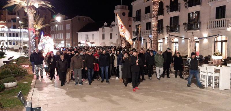 Више стотина грађана Тивта у протестној шетњи