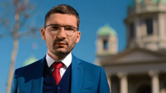 Паровић Вучићу: Плијени Милову имовину или си његов човјек