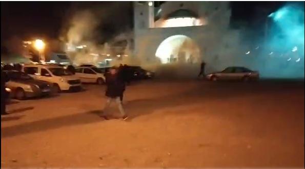 Полиција нападала и испред Храма у Подгорици: Радили сузавац и пендреци