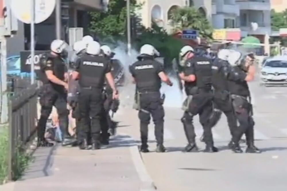 Полиција Црне Горе удара мушкарца док лежи на земљи