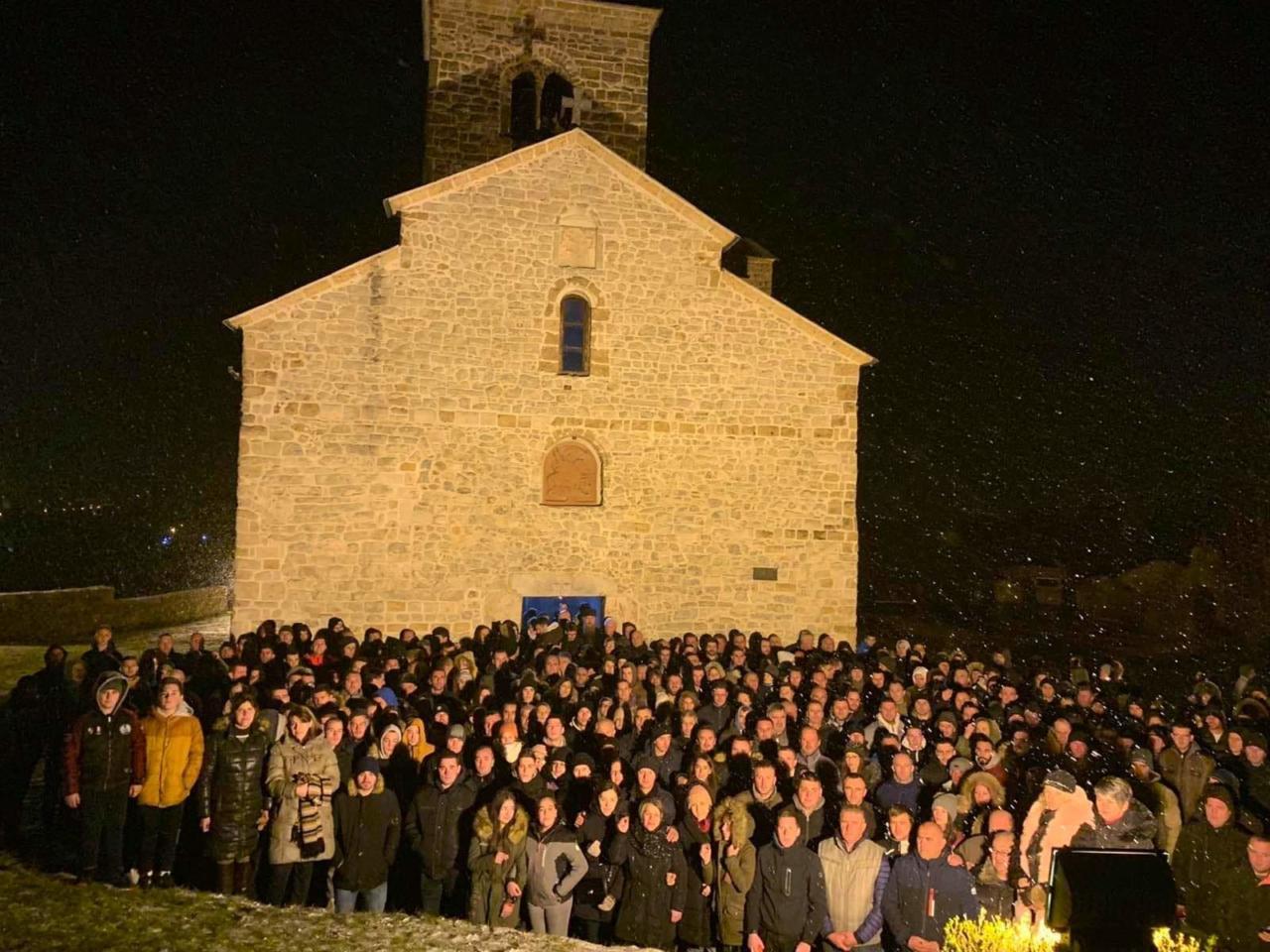 Више хиљада вјерника на молебанима широм Црне Горе