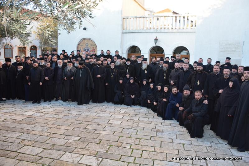 Свештенство и монаштво Митрополије: Премијер Марковић неправедно прозива нашег Митрополита, сваки напад на полицију сматрамо за подметачину Цркви