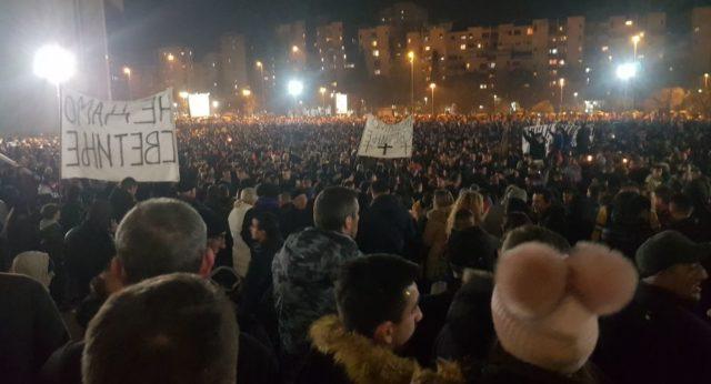 """Литија у Подгорици: """"Не дамо светиње"""", """"Косово је Србија"""""""