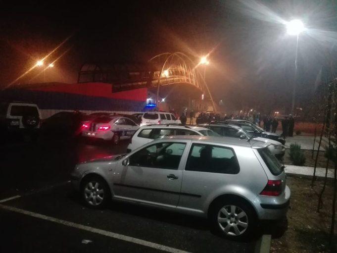 """У акцији """"санирања јавних површина"""" црногорске полиције ухапшено и повређено више особа"""