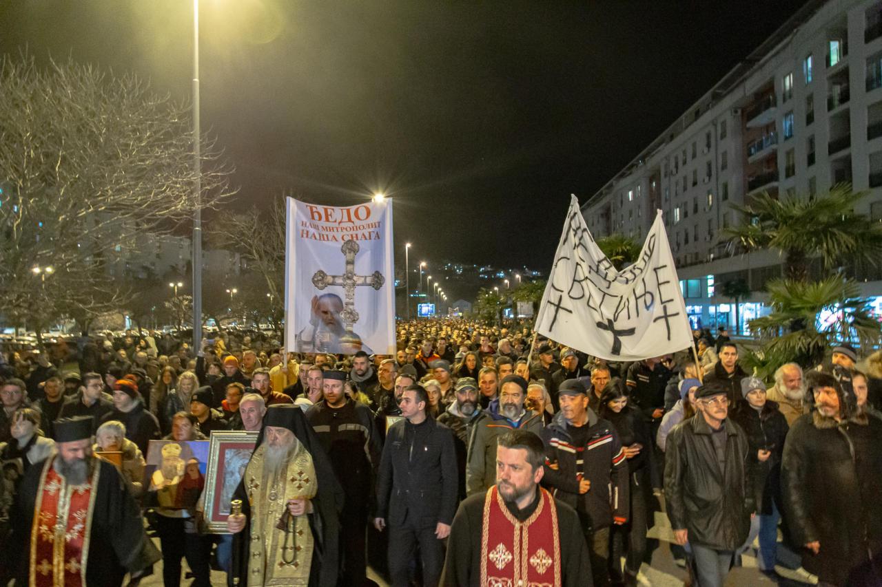 Протојереј-ставрофор Гојко Перовић: Нека се зна како мала Црна Гора брани велике светиње