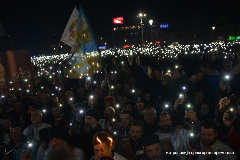 Mitropolit Amfilohije sa litije u Nikšiću: Povucite bezakoni zakon, obraz Crne Gore je bitniji od svega