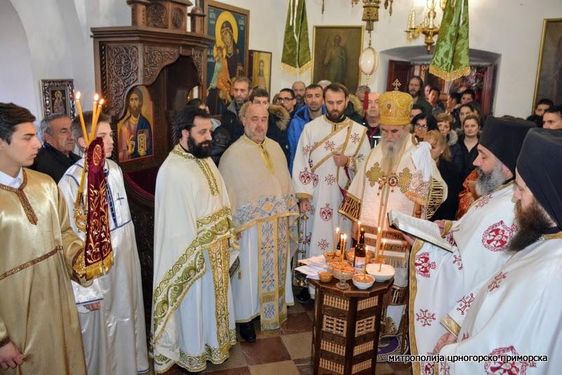 Митрополит Амфилохије на Задушнице: Црква све памти и никога не заборавља