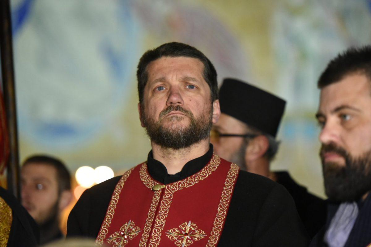 Отац Гојко Перовић: Полиција и судски органи превршили сваку мјеру, међу повријеђенима вечерас има и дјеце