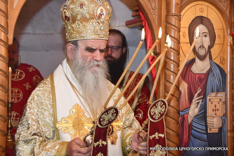 Митрополит Амфилохије: Власт газећи Бога и браћу, одричући се Црне Горе, хоће да отима светиње