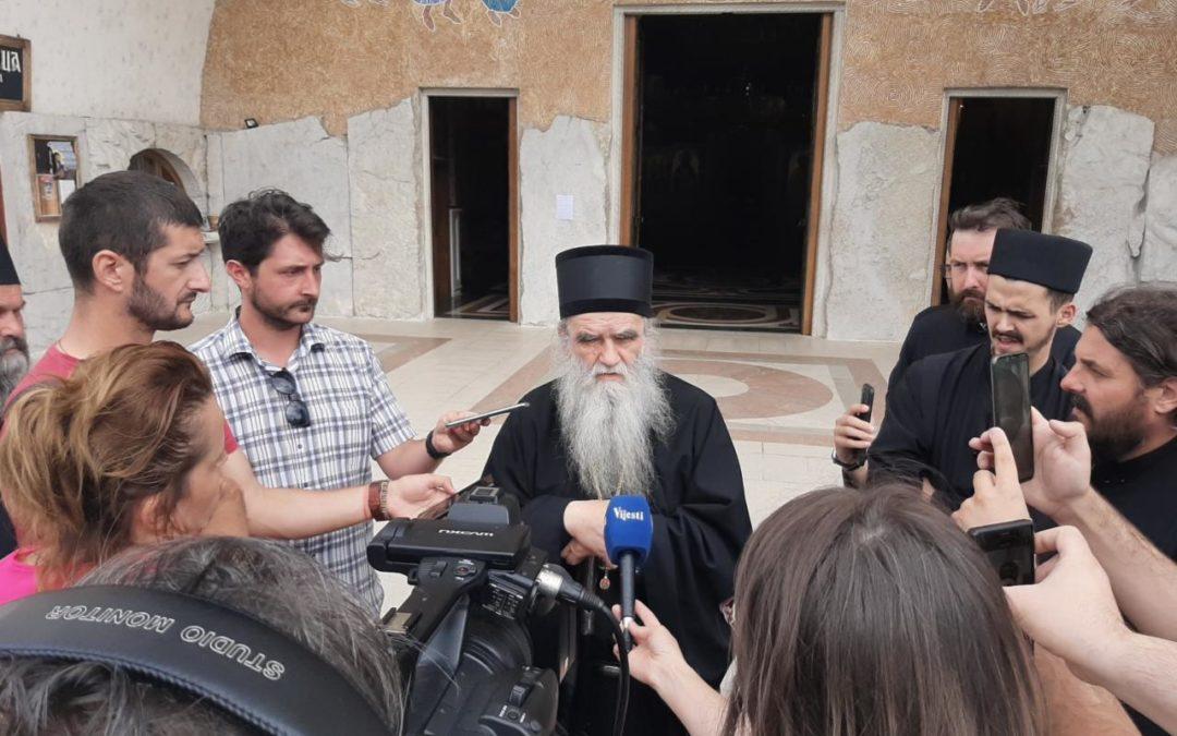 Митрополит Амфилохије: Хапшењем свештеника желе да застраше вјернике,  то је злочиначки однос према народу