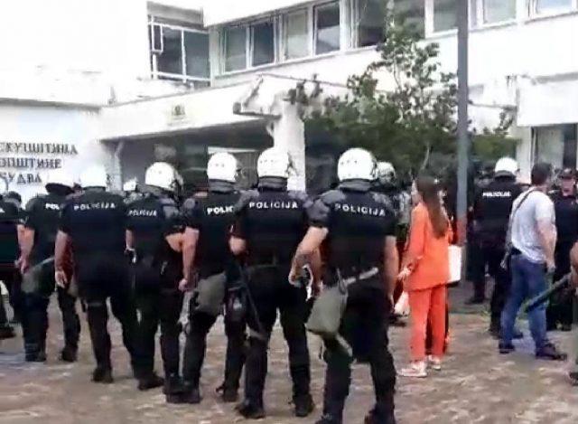 Полиција у Будви уз примјену хемијских средстава ухапсила предјседника Општине Будва