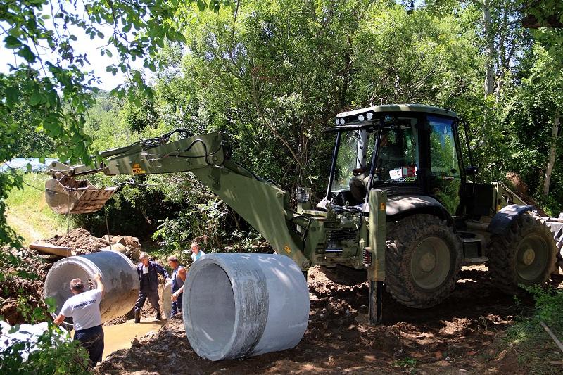 Pripadnici Vojske Srbije i dalje angažovani na pružanju pomoći ugroženom stanovništvu u saniranju posledica poplava u selima oko Prokuplja