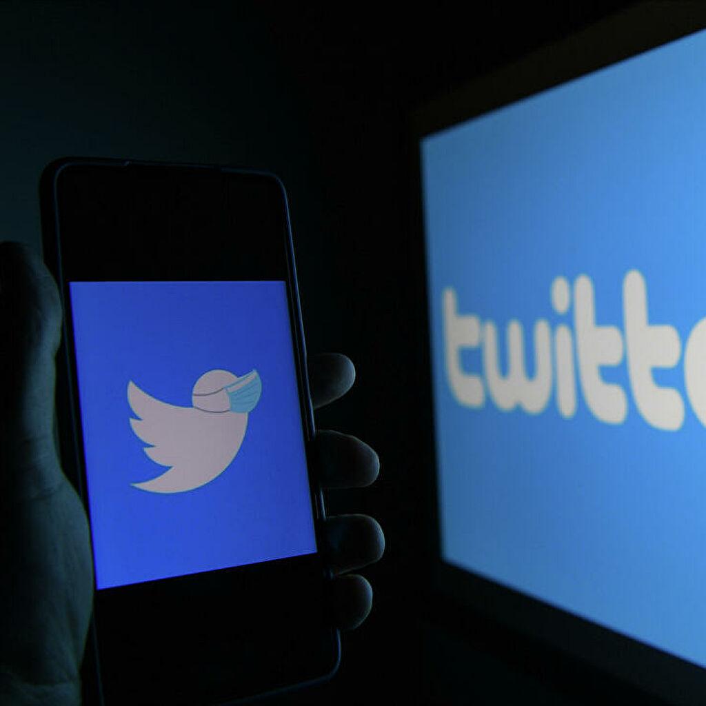 """Твитер """"забринут због покушаја блокирања јавног дијалога"""" након успоравања његовог саобраћаја у Русији"""