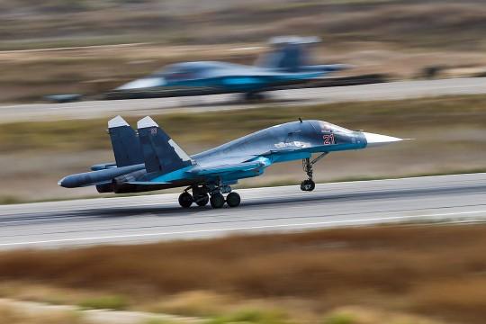 """Опасно руско """"паче"""": Шта је Су-34 наследио од бомбардера и ловца?"""