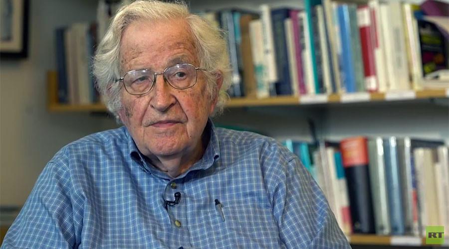 Чомски за РТ: САД јуре према понору, док свет покушава да се спаси