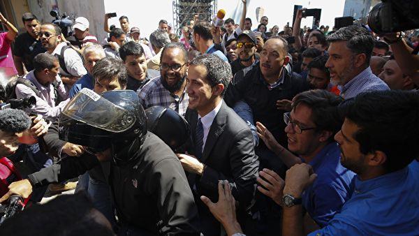 Исазсланик САД у Венецуели директно умешан у низ државних преврата
