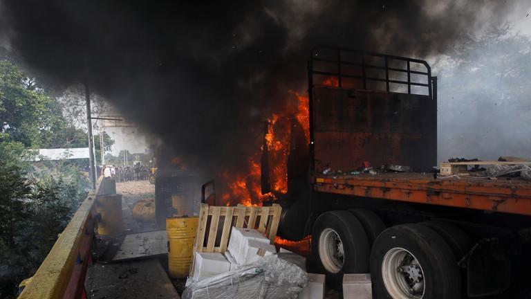 РТ: Главни медији признали да је камионе у Венецуели запалила опозиција… али наравно, Мадуро је и даље крив