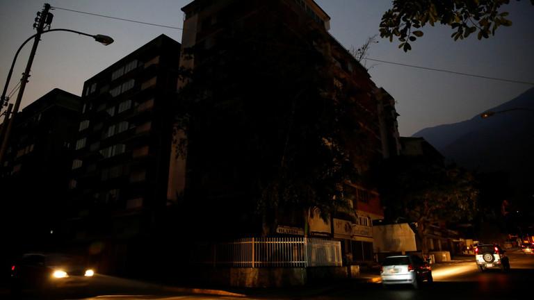 RT: Nestašice struje u Venecueli: Maduro okrivljuje SAD, ali da li je moguće?