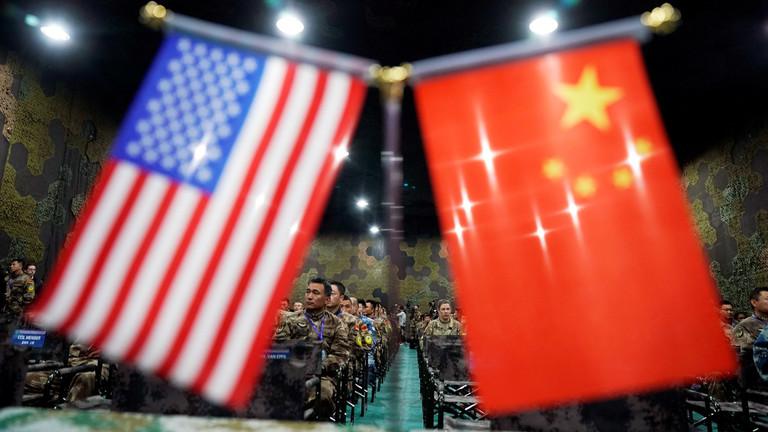 """РТ: """"САД треба да своју расипничку милитаристичку политику"""" - Рон Пол, бивши конгресмен"""