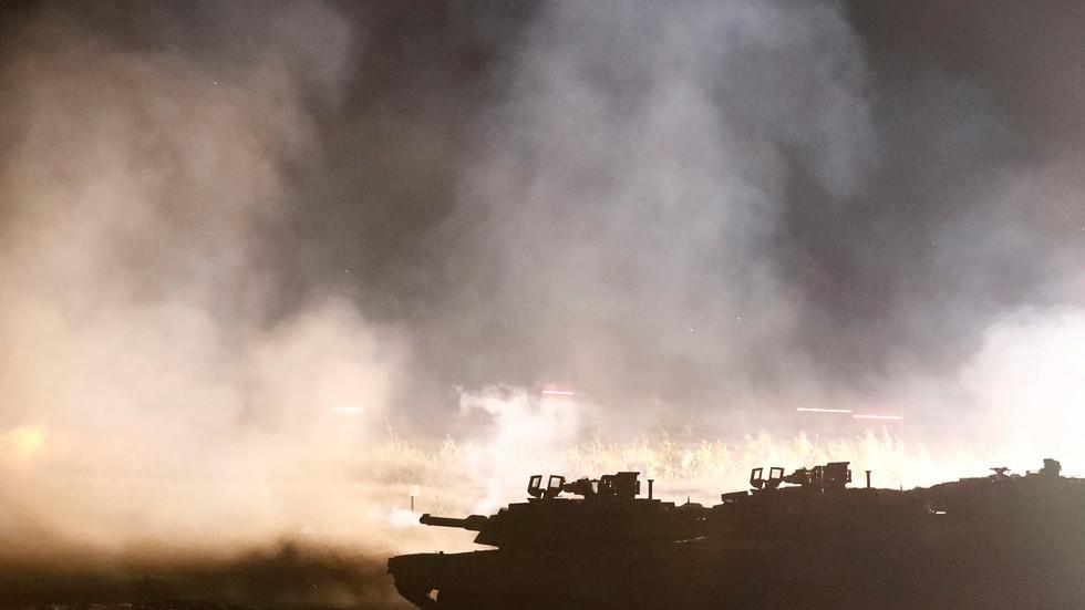 РТ: Долази климатска апокалипса - наводи америчка војска, разматрајући још више интервенција