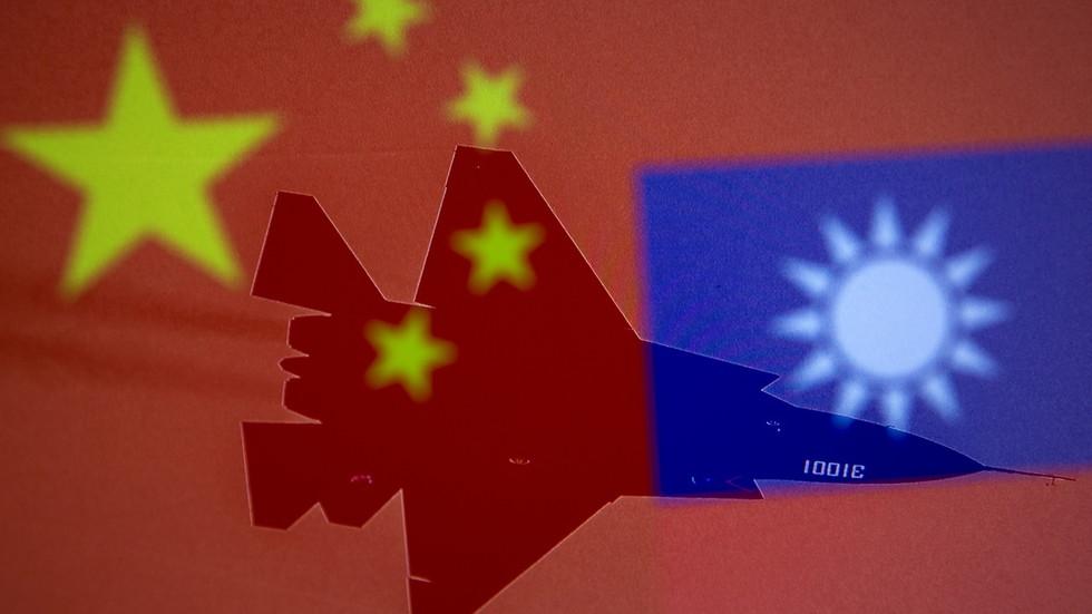 """РТ: Кинески државни медиј упозорио тајванске лидере да се не понашају као """"стратешки пијуни"""" САД, те назаво """"лекцијом"""" за њих авганистанску кризу"""