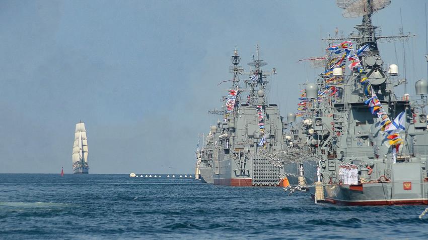 """Кинези окарактерисали развој руске ратне морнарице као """"претећи сигнал"""" Западу"""