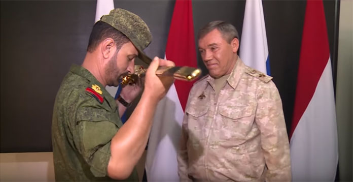 Генерал Герасимов одликовао сиријског генерала Хасана због успешног десанта