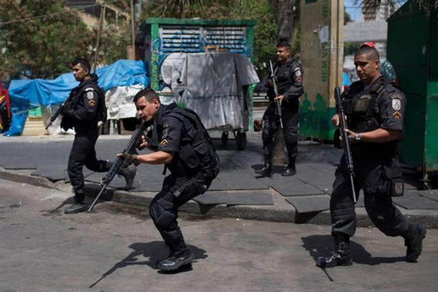 Оружани сукоби у неколико области Рио де Жанеира