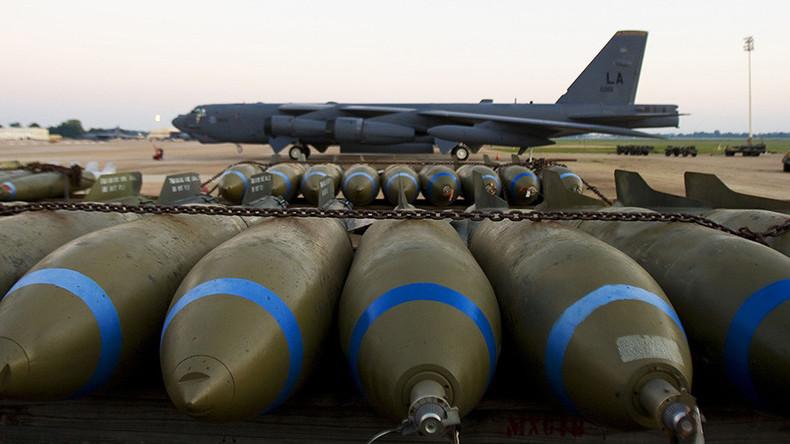 """РТ: """"Свет је опасно место"""" - САД стављају нуклеарне бомбардере у приправност"""