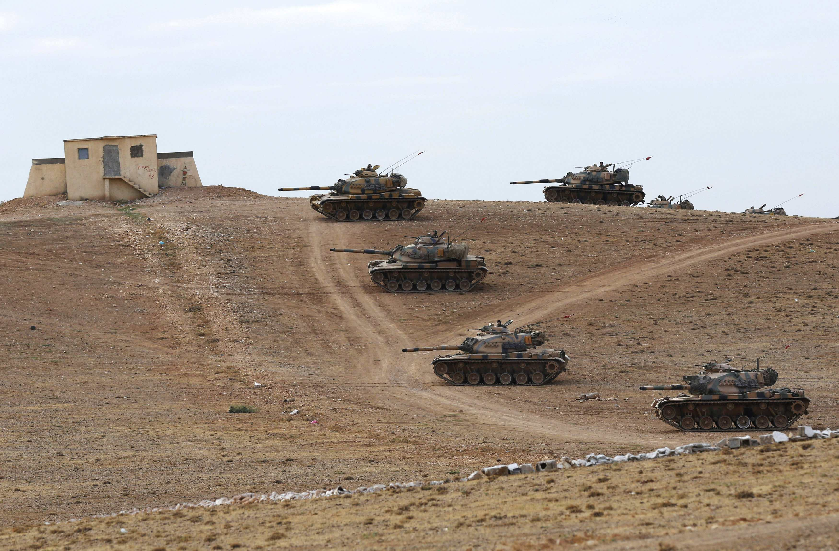 Турска упутила оклопну технику на границу са Сиријом