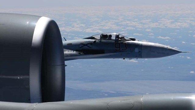 Су-27 пресреo извиђачки авион САД изнад Црног мора