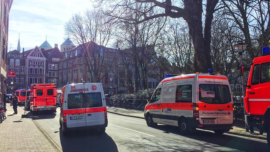 Комби у Немачкој улетео у пешаке – троје мртвих, 20 повређених