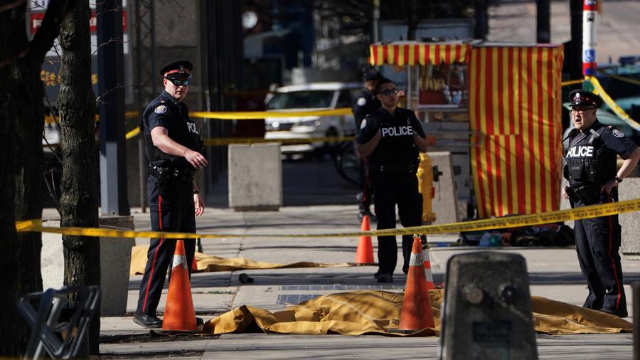 Торонто: Комби улетео у пешаке - има погинулих
