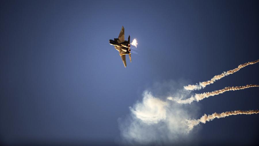 """РТ: Израелски авиони и хеликоптери напали 25 """"војних циљева Хамаса"""" у Гази"""