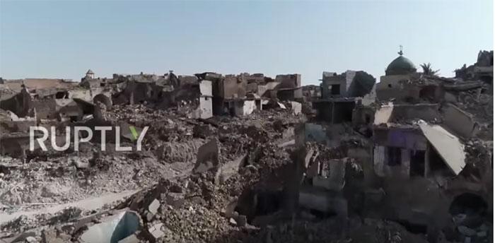 РТ: Мосул годину после ослобођења - људи живе међи рушевинама и лешевима док су терористи у близини