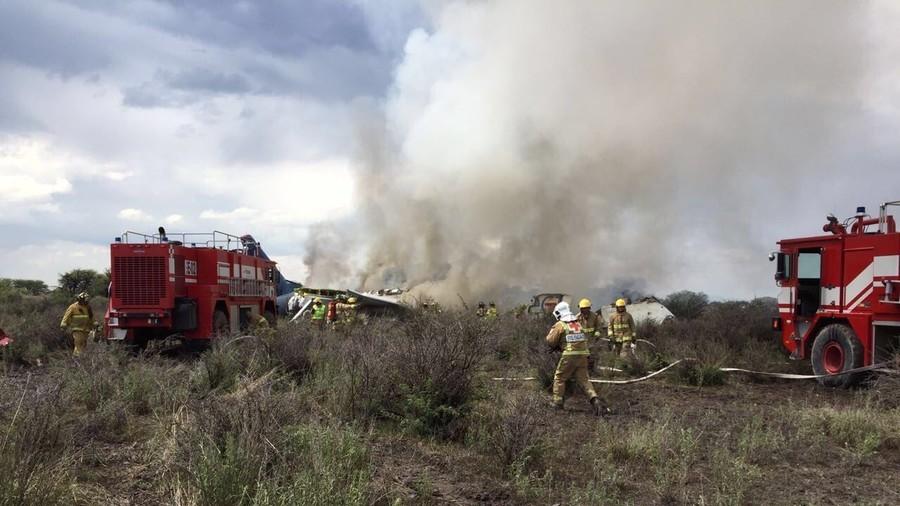 РТ: Срушио се авион у Мексику са преко 100 људи - сви живи