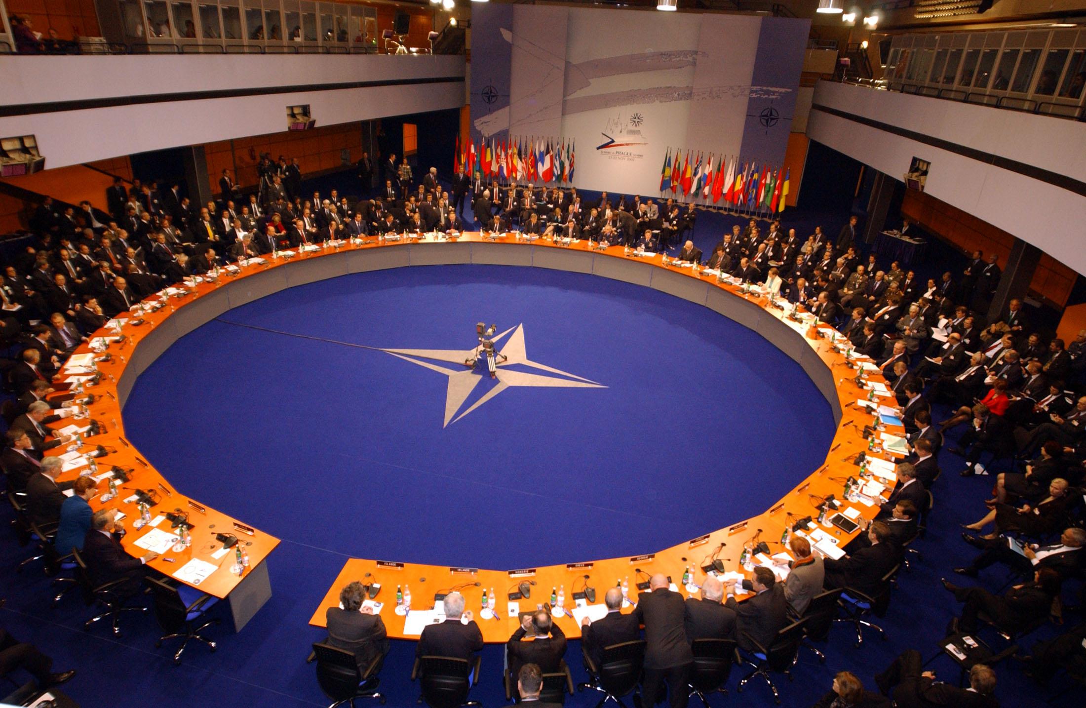 НАТО планира да изгради ваздухопловну базу за Балкан у Албанији
