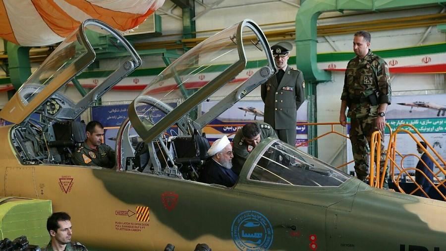 RT: Iran predstavio prvi borbeni avion domaće proizvodnje