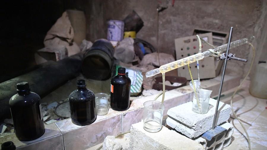 """РТ: Уз пратњу """"Белих шлемова"""" испоручене велике количине отровних хемикалија терористима - Москва"""