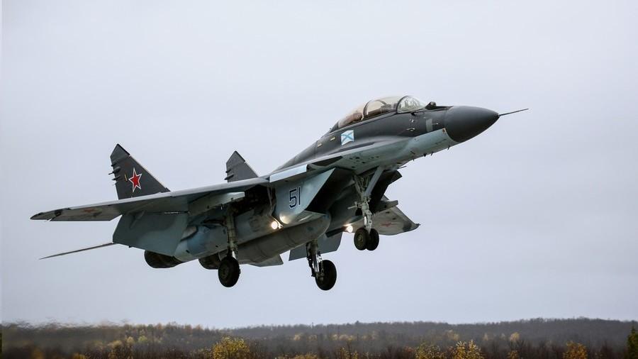 Срушио се авион Миг-29 борбени код Москве - пилоти преживели