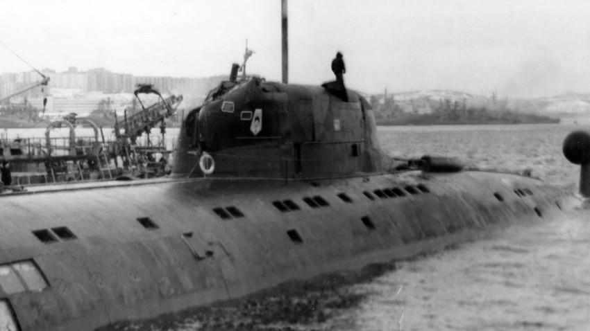 Како је руска подморница одломила амерички сонар