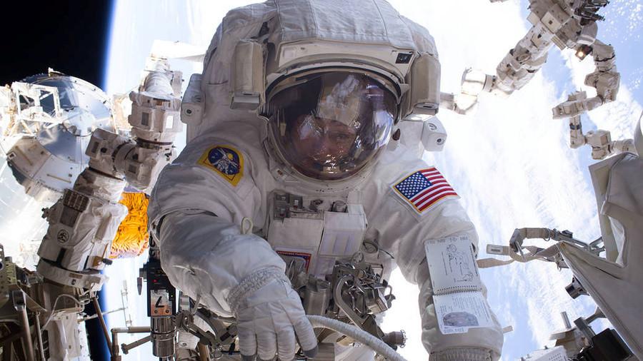 РТ: Америци треба офанзивно оружје у космосу за самоодбрану - Матис