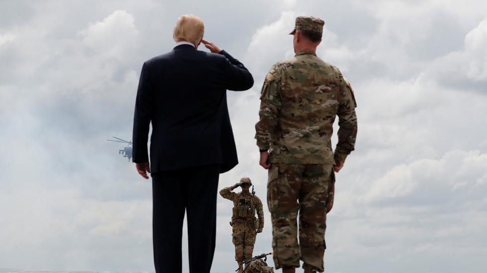 РТ: Трамп пристао на рекордни буџет за војску у висини од 750 милијарди, након што је раније рекао да је 716 превише