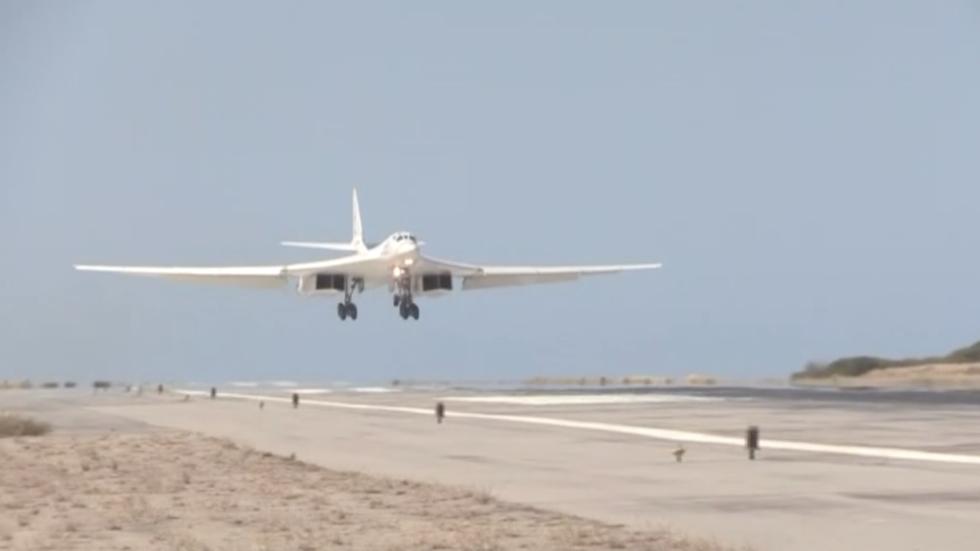 РТ: Руски стратешки бомбардери Ту-160 слетели у Венецуелу након 10.000 км лета