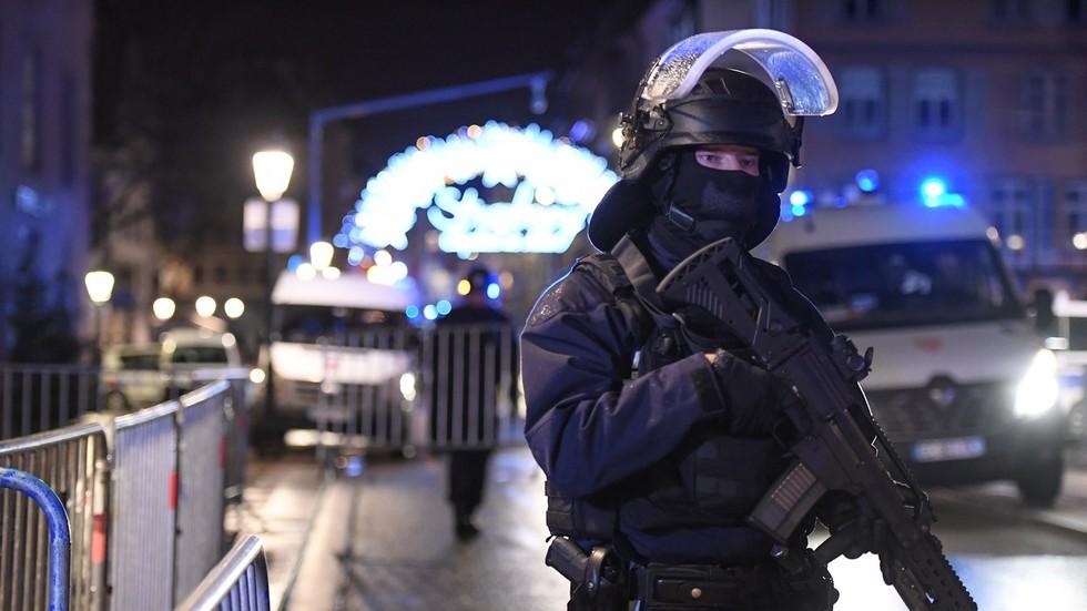 РТ: Напад у Стразбуру: Четвото убијених и 12 рањених у терористичком нападу на божићни базар
