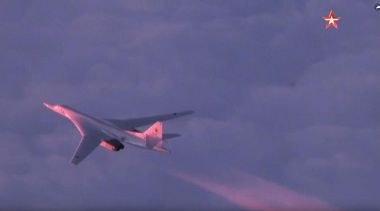 Стратешки бомбардери Ту-160 четели изнад Арктика 15 сати