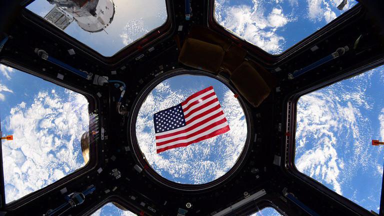 """РТ: """"Космос није ваше власништво!"""" Пекинг оштро осудио извештај САД-а о Кини и Русији да """"милтаризују"""" космос"""
