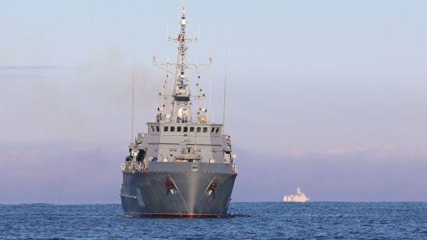 """Ruski brodovi kontrolišu aktivnosti američkog razarača """"Donald Kuk"""" u Crnom moru"""