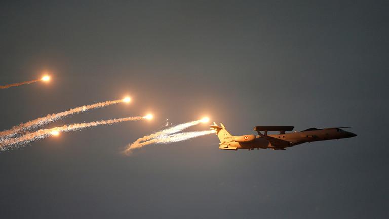 РТ: Индија бомбардовала Пакистан, саопштивши да је гађала терористичке кампове