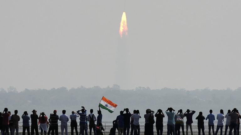 """РТ: Индија се придружује космичкој """"суперлиги"""" обарајући сателит помоћу прецизне ракете - Моди"""